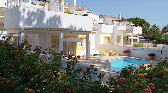 Four Seasons Fairways 3 Bedroom Hillside Apartment with pool