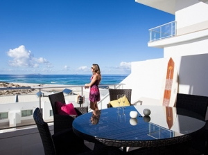 Praia D'El Rey Beachfront Apartment (2-bedrooms)
